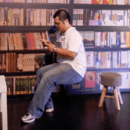 徐明達愛看書