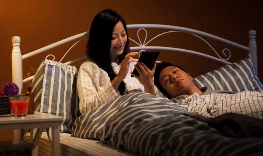 內建閱讀燈,可調色溫,夜讀更舒適